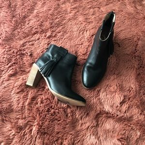 Seychelles ankle booties!!